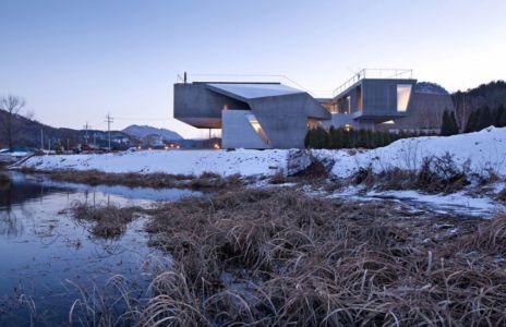 façade porte à faux - Maison Rivendell par IDMM Architects - Corée du sud