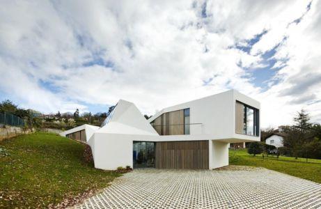 façade porte à faux - Maison et atelier d'artiste par Miba architects - Gijón, Espagne