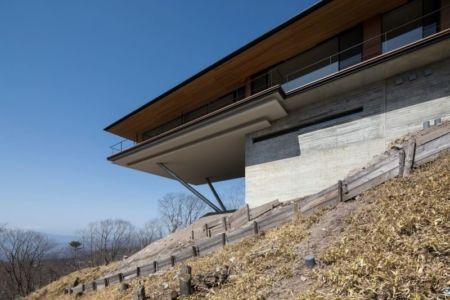 façade porte à faux - maison bois contemporaine par kidosaki-architects - Yutsugatake, Japon