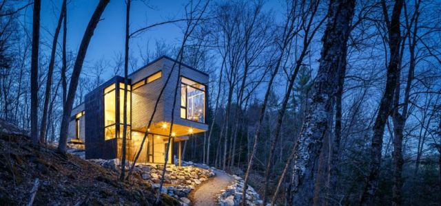façade principale - Holiday-Home-Hangs par Christopher Simmonds Architects - Val-des-Monts, Québec