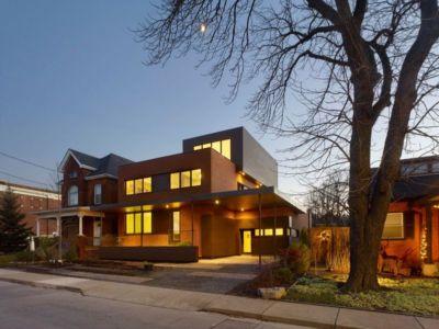 façade principale - Renovates-Private-Residence par Dpai Architecture - Hamilton, Canada