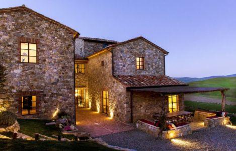 façade principale illuminée - mediterranean-residence par Elodie Sire - Toscane, Italie