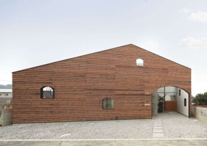 façade principale - maison bois contemporaine par Masahiro Miyake - Tokushima, Japon