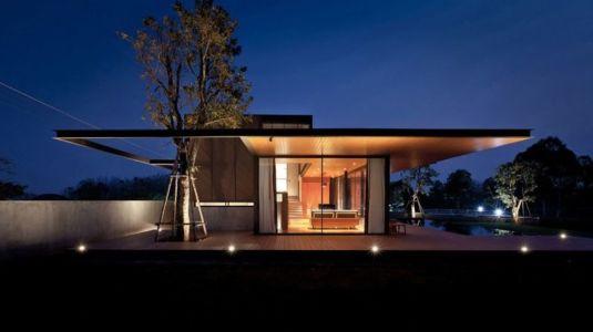 façade principale nuit - KA-House par IDIN Architects - Pak Chong, Thaïlande