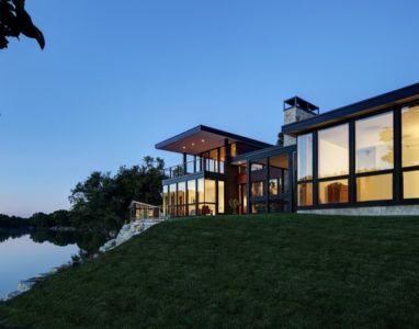 façade rivière de nuit - Rock River House par Bruns Architecture - Rockton, Usa