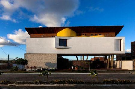 façade rue - Casa do Arquiteto par Jirau Arquitetura - Pernambuco, Brésil
