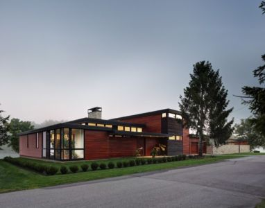 façade rue de nuit - Rock River House par Bruns Architecture - Rockton, Usa