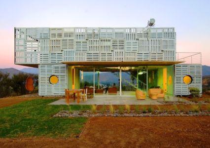 façade sud - Infiniski Manifesto House par james&mau arquitectura - Curacaví, Chili - photo Antonio Corcuera