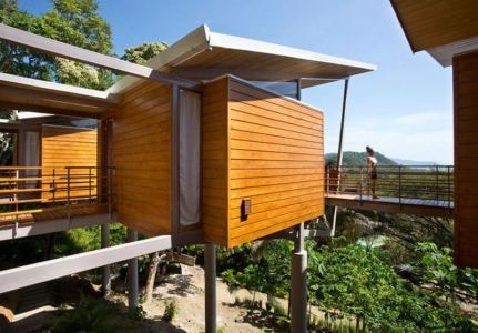 façade sur pilotis - Holiday House par Benjamin Garcia Saxe - Costa Rica