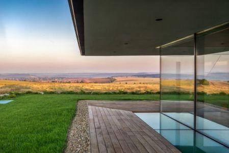 façade terrase & grande baie vitrée - house-360-degree par I-O architects - Bulgarie