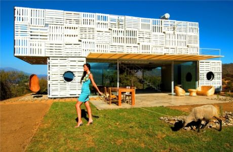 façade terrasse - Infiniski Manifesto House par james&mau arquitectura - Curacaví, Chili - photo Antonio Corcuera