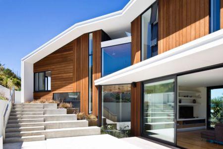 façade terrasse - Korokoro House par Parsonson Architects - Korokoro, Nouvelle Zélande