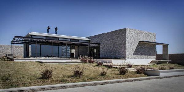 façade terrasse - La Tomatina House par Plastik Arquitectos - Aguascalientes, Mexique