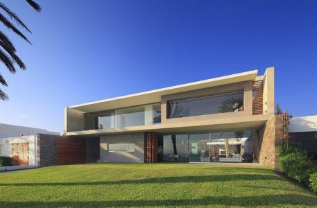 façade terrasse - Maison Mar-de-Luz par Oscar Gonzalez Moix - Pérou