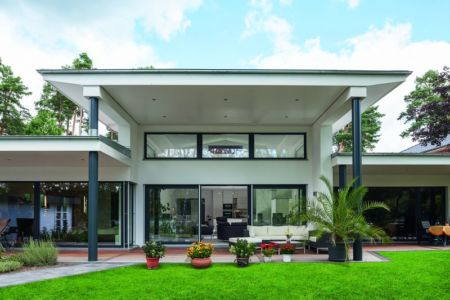 façade terrasse Maison en ossature bois par Weberhaus -Brandebourg, Allemagne
