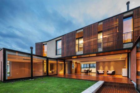 façade terrasse - NSN House par Biselli + Katchborian Arquitetos, Parana, Brésil