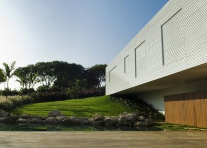 façade terrasse - Piracicaba House par Isay Weinfeld - Piracicaba, Brésil
