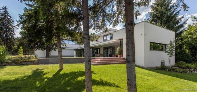 façade terrasse - Reviving Mies par Architéma - Buda Hills, Hongrie