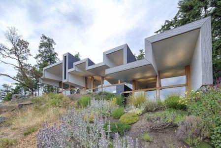 façade terrasse - Ridge House par Marko Simcic et Brian Broster - Pender Island, Canada