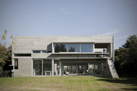 façade terrasse - Torcuato House par BAK arquitectos - Buenos Aires Province, Argentine