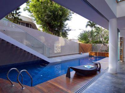façade terrasse bois & piscine - Home-Walls par Mink Architects - Singapour