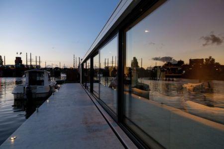 façade terrasse bord du fleuve - Watervilla par +31ARCHITECTS - Amsterdam, Pays-Bas