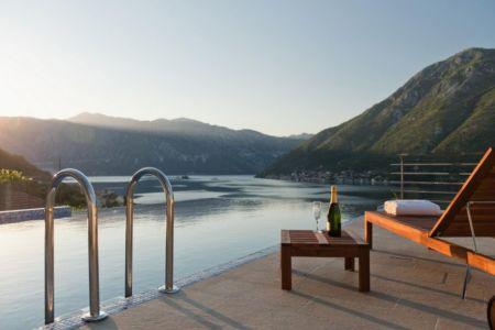 façade terrasse bordure fleuve - Vila-Stoliv par Enforma Architectural Studio - Montenegro