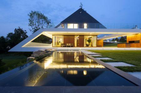 façade terrasse de nuit - Edge House par Mobius Architekten, Pologne