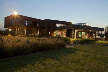 façade terrasse de nuit - House Tsi par Nico van der Meulen Architects - Afrique du Sud