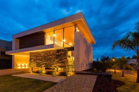 façade terrasse de nuit - House in Londrina by Spagnuolo Arquitetura - Brésil