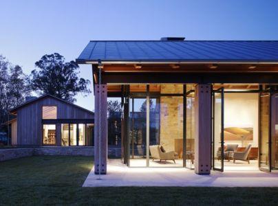 façade terrasse de nuit - Mountain Wood Residence par Walker Warner Architects -Woodside, Usa