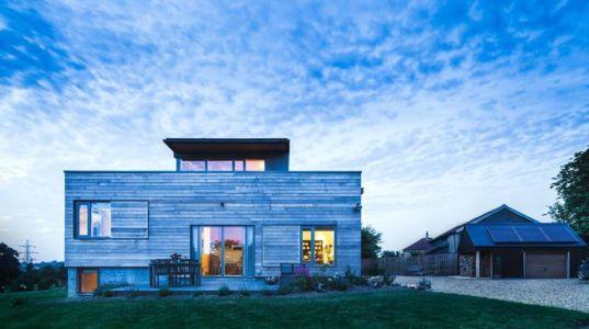 façade terrasse de nuit - Stackyard House par Mole Architects - Palgrave, Royaume-Uni
