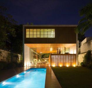façade terrasse de nuit - Tetris House par Studio mk27 - São Paulo, Brésil