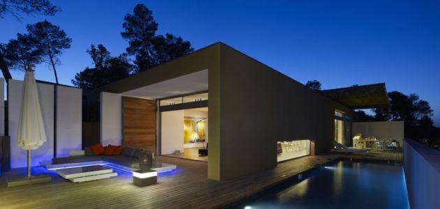façade terrasse de nuit - Villa T  par Boyer Percheron Assus architecture - Saint-Gély-du-Fesc, France