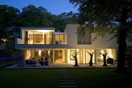 façade terrasse de nuit - Villa contemporaine par Clijsters Architectuur Studio - Bilthoven, Pays-Bas