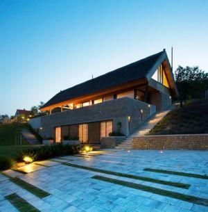façade terrasse de nuit - Villa du lac Balaton par FBI studio - Balatonfüred, Hongrie