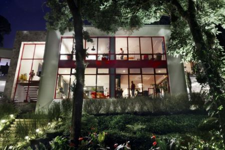 façade terrasse de nuit - chinkara house par Soliscolomer y asociados - guatemala