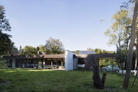 façade terrasse et garage - War house par A+B architectes - Montmorency, France