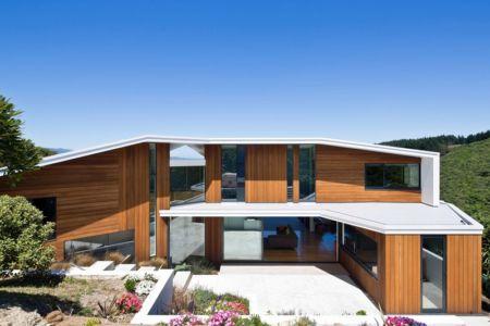 façade terrasse et jardin - Korokoro House par Parsonson Architects - Korokoro, Nouvelle Zélande