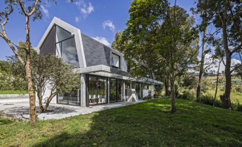 façade terrasse et olivier - BO House par Plan B Arquitectos - Colombie