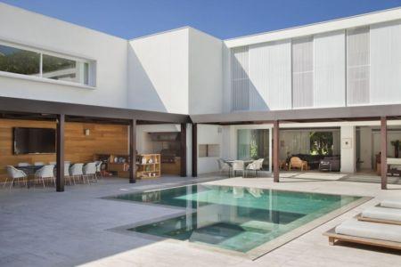 façade terrasse et piscine - Brise House par Gisele Taranto Arquitetura - Rio de Janeiro, Brésil