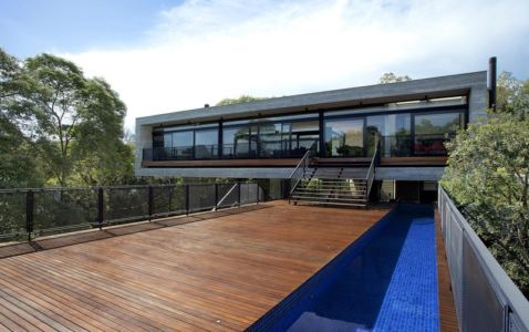 façade terrasse et piscine - LM Residence par Marcos Bertoldi Arquitetos - Campo Comprido, Brésil
