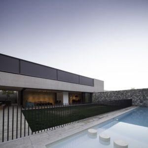 façade terrasse et piscine - SH House par 01arq - La Dehesa, Chili