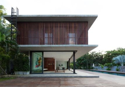 façade terrasse et piscine - Swiss family house par Architectkidd - Bang Saray, Thaïlande