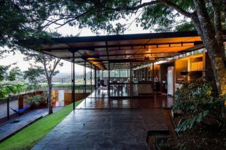 façade terrasse extérieure - Casa-Santo-Antonio par H+F Arquitetos - Santo Antônio, Brésil