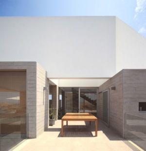 façade terrasse & grandes baies vitrées - House-Poseidon par Domenack arquitectos - Pucusama, Pérou