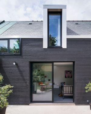 façade terrasse - maison entre deux par Clément Bacle - Rennes, France - photo Martin Argyroglo