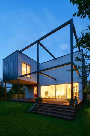façade terrasse nuit - Black Cube House par KameleonLab - Pologne