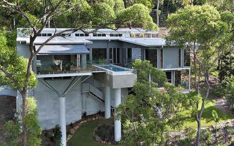 façade terrasse piscine - Treetops Residence par Artas Architects & D Pearce Constructions - Toowong, Australie