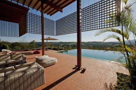 façade terrasse & vue panoramique paysage - Quinta-House par CANDIDA TABET ARQUITETURA - São Paulo, Brésil